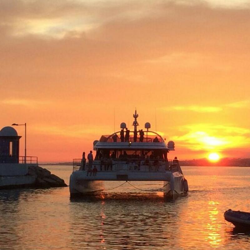 catamaran malaga puesta de sol muelle uno puerto
