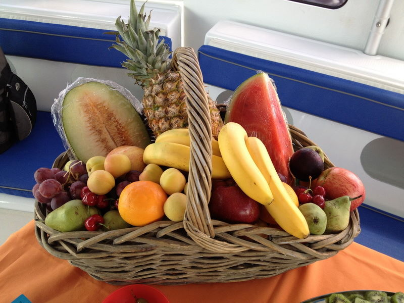 fruta-evento-catering-malaga-barco