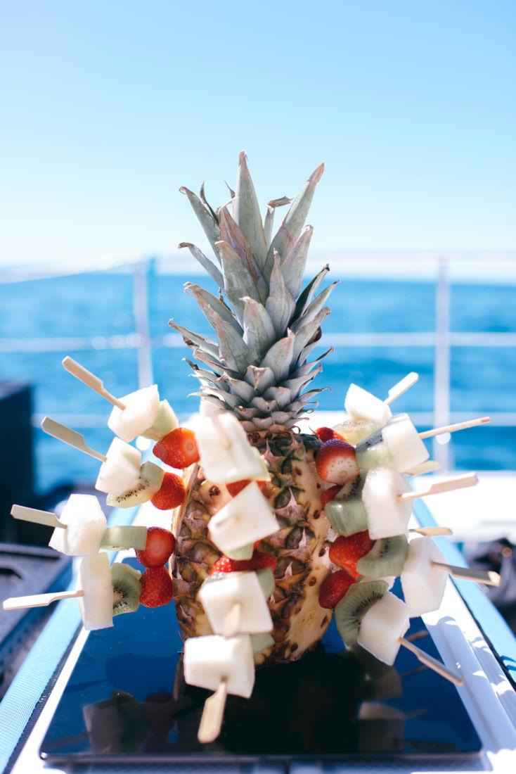 pincho-frutas-evento-catering-malaga-barco