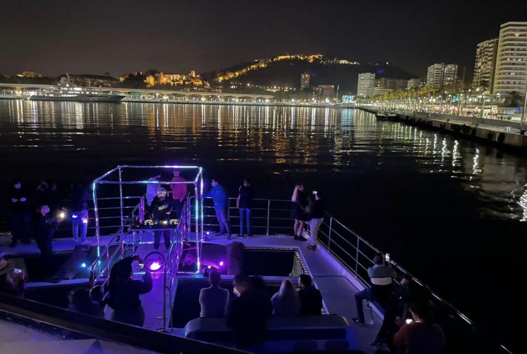 musica-en-vivo-malaga-noches-puesta-de-sol-catamaran-magico