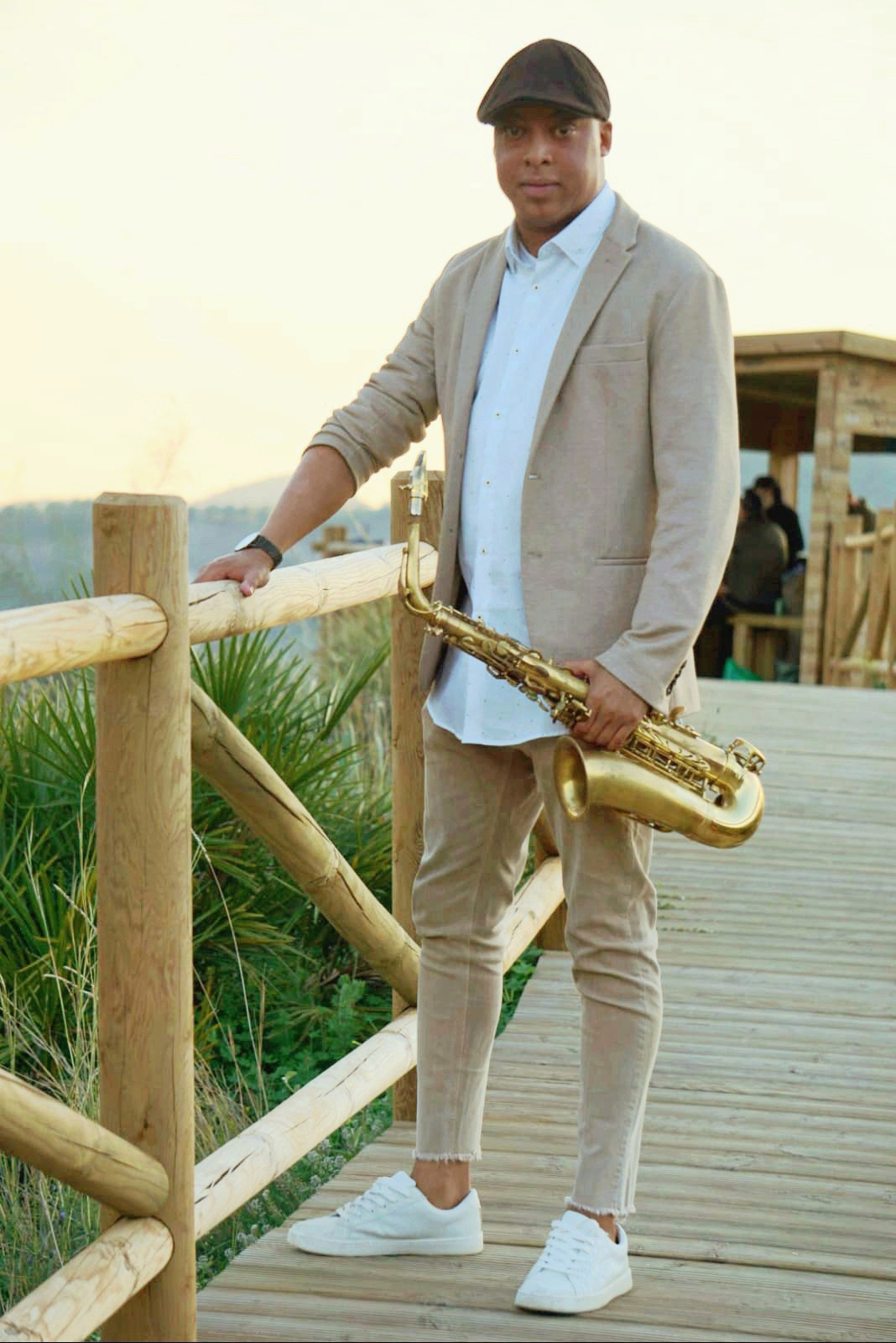 sax-carlos-scalera-music-show-cruise